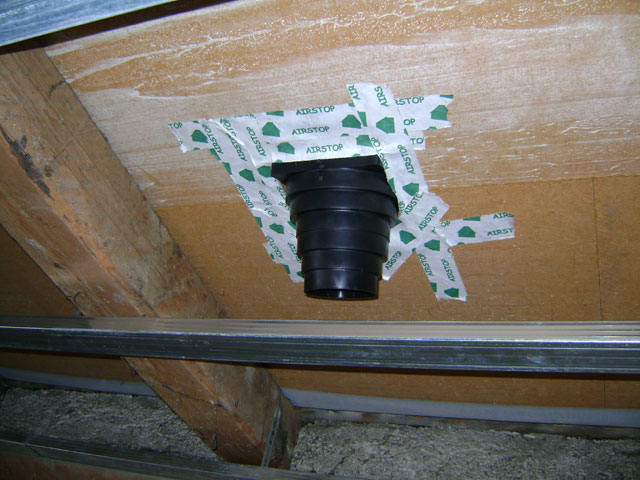 Izvedba preboja in tesnenje z Airstop lepilnim trakom