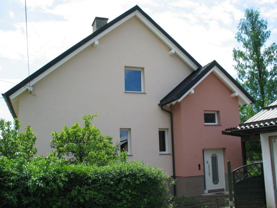 Končana fasada objekta z zaključnim ometom Baumit