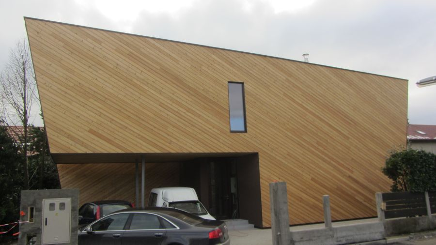 Končana fasada objekta sibirskega macesna