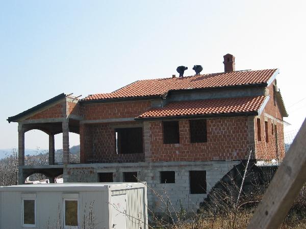 Polaganje strešne kritine iz korcev proizvajalca Goriške opekarne