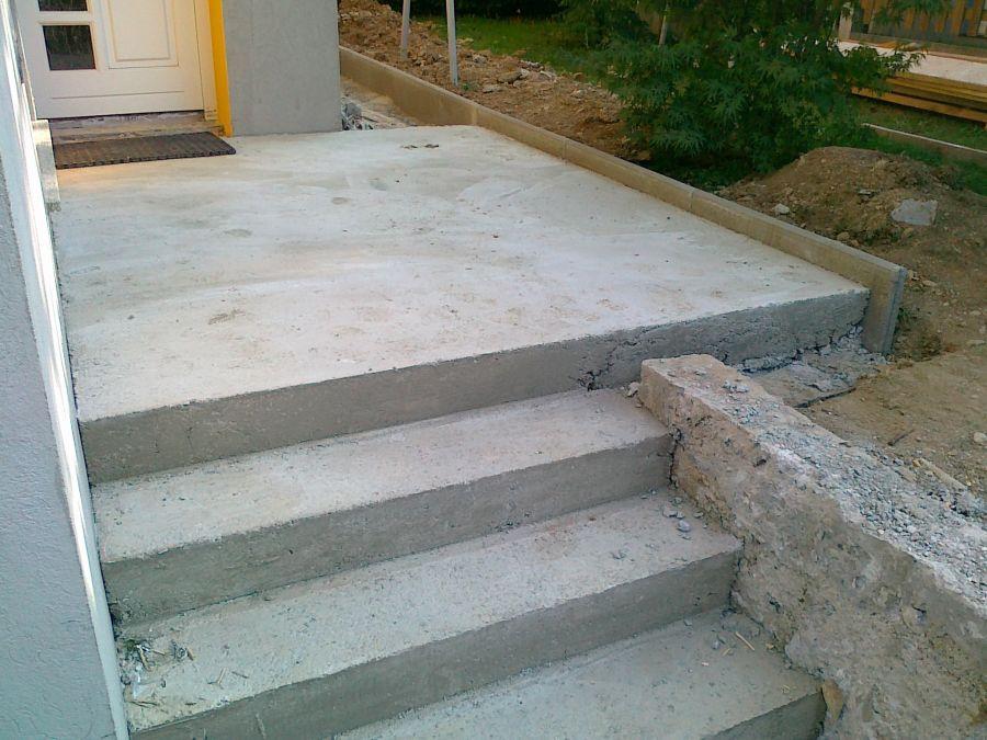 Vhod s stopniščem pred izvajanjem del