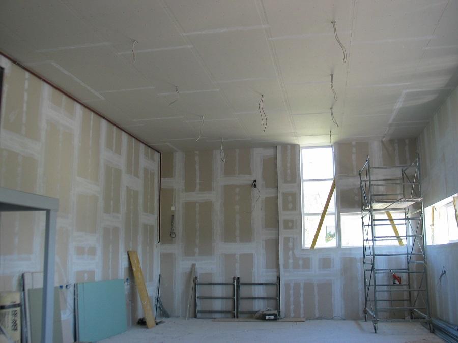 Priprava kovinske podkonstrukcije za spuščen strop