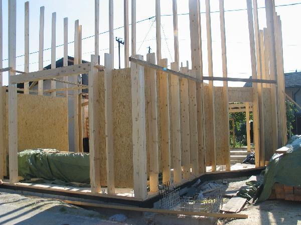 Postavitev lesenega skeleta pritličja